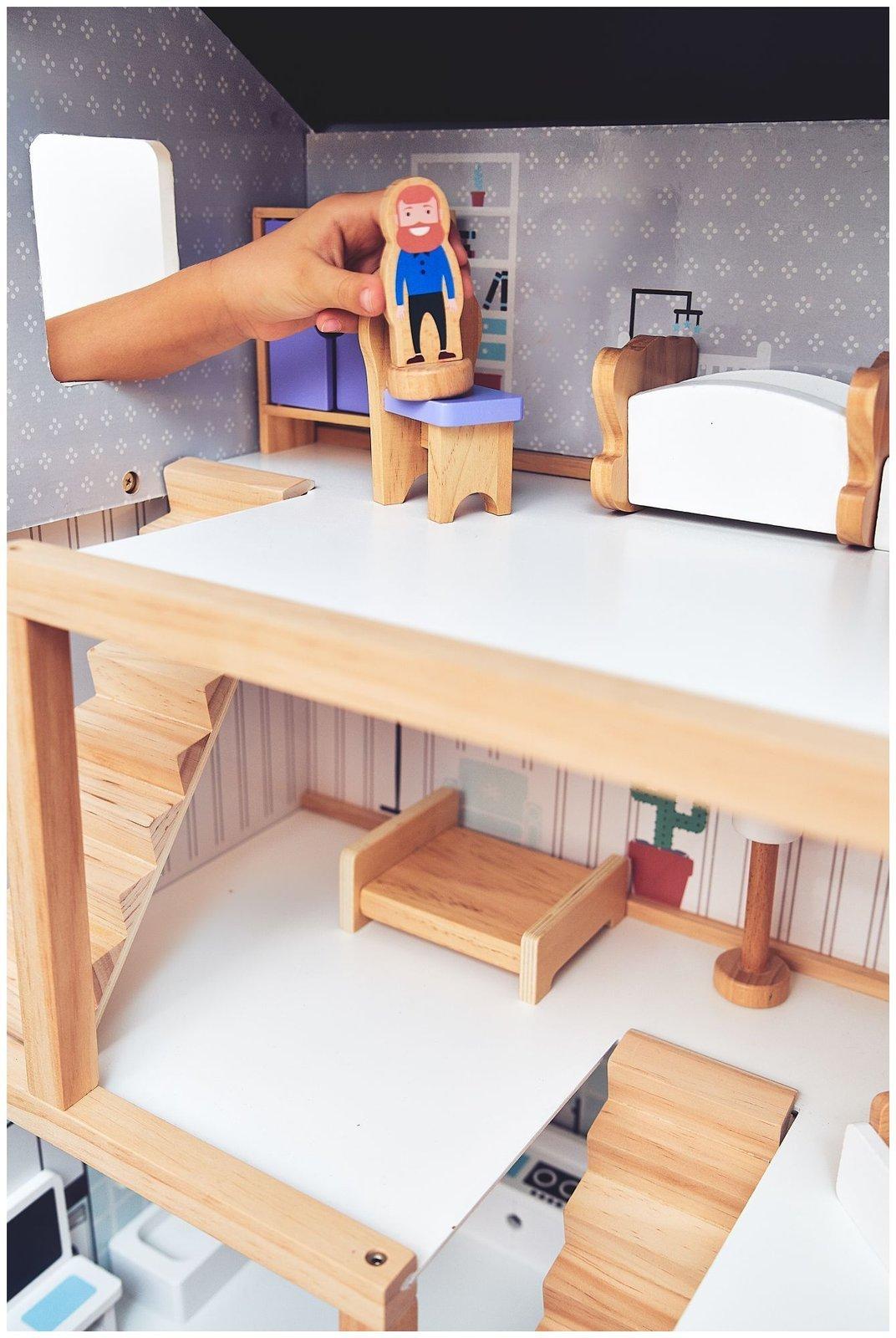 Biały drewniany domek dla lalek z akcesoriami 19 szt.